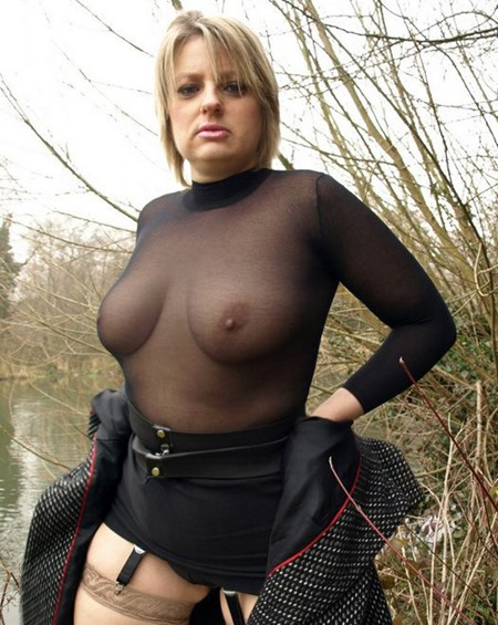 english-milf-showing-off-her-boobs